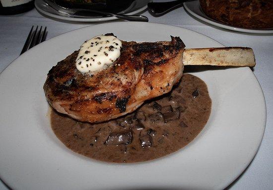 801 Chophouse St. Louis: Veal rib chop with mushroom sauce