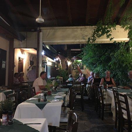 Hide-Away Restaurant: photo1.jpg