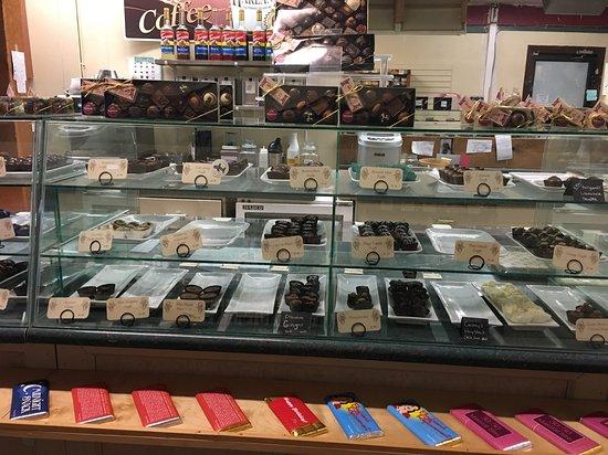 Harlans Chocolates & Gelato: Chocolate counter at Harlans