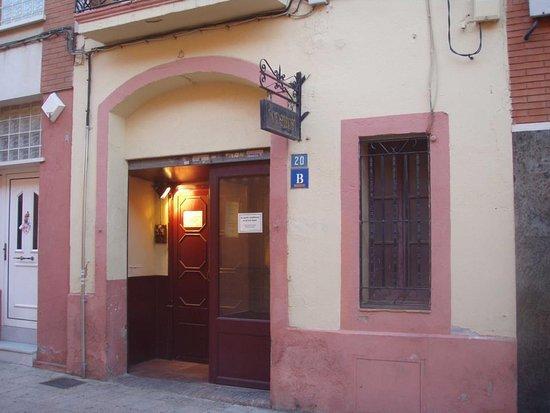 Gava, Spain: el bar está ubicado en una casa construida en 1887