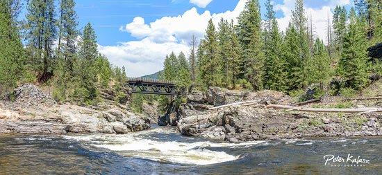 Peter Kalasz Photography: Cascade Falls, BC