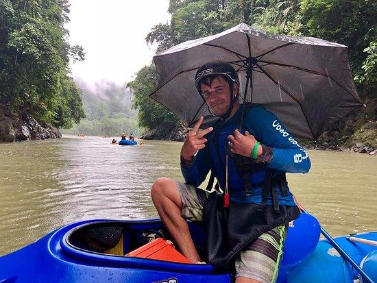Tres Equis, Costa Rica : Kayaquero de seguridad. Mr Irving