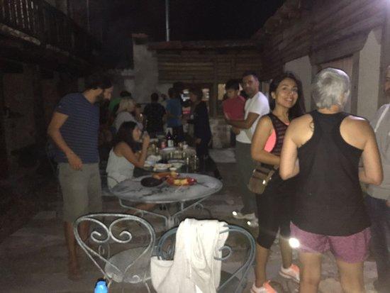 Peralejos De Las Truchas, إسبانيا: de fiesta parrillada con muchas risas