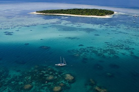 2-Day Great Barrier Reef Combo: Green Island Sailing and Outer Reef Snorkel Cruise: Personal Green Island & Outer Edge Upolu Sail & Cruise 2 day Combo