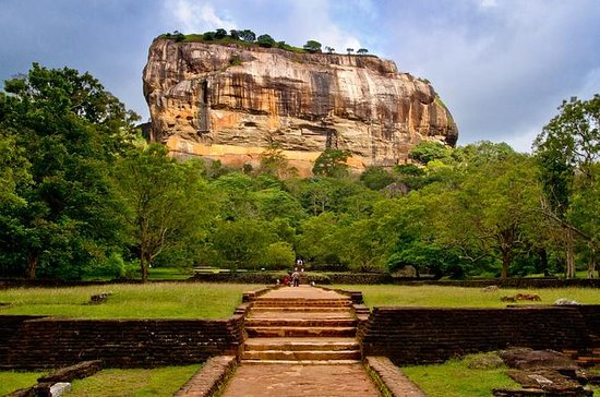 Sigiriya Rock Fortress en Cave Temple ...