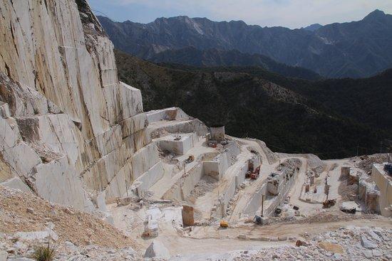 Photo du 4X4 avant de pouvoir marcher sur le marbre ! - Cave