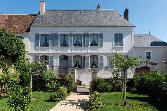 Saint-Sauveur-en-Puisaye, Γαλλία: Façade sur rue de la maison de Colette. Photo : C. Clier