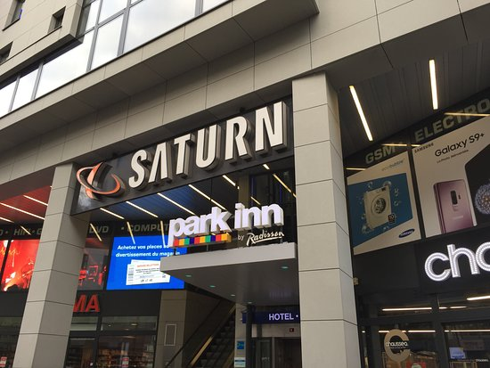 Park Inn by Radisson Luxembourg City: ホテル入り口