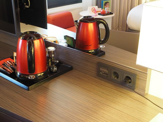 Park Inn by Radisson Luxembourg City: コーヒーメーカーとコンセント