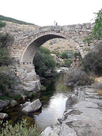 Navacepeda de Tormes, Spanien: Puente sobre el rio