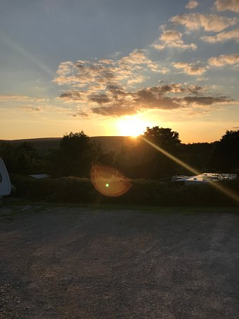 Barden, UK: Sunset Views from the Top Tier Gravel Pitches