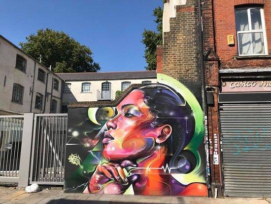 London walks street art