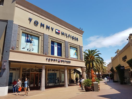ed387050 Tommy Hilfiger Outlet - Picture of Citadel Outlets, Los Angeles ...
