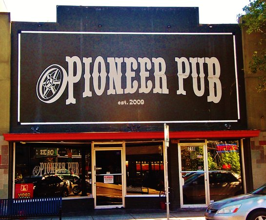 Oregon City, OR: The bold sign for the Pioneer Pub