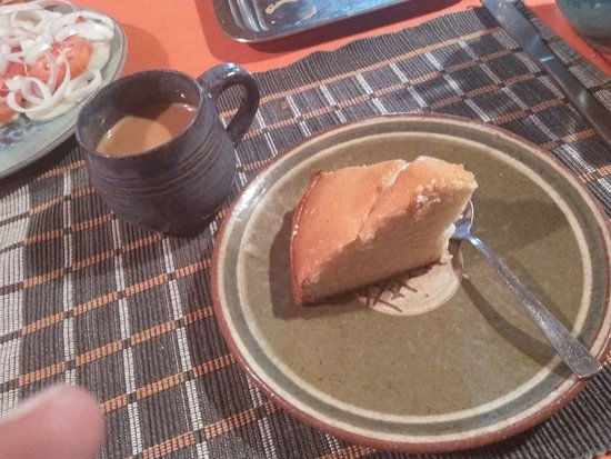 Kangra District, Indien: Banana cake with tea