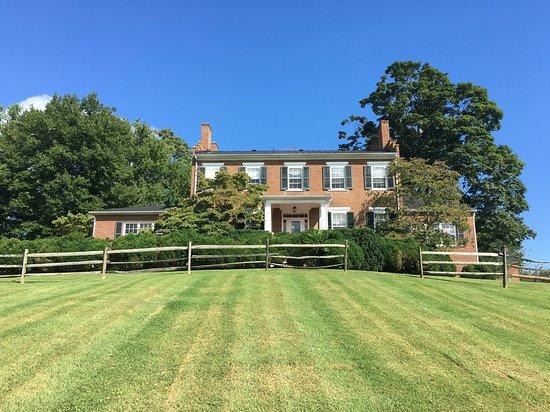 Washington, VA: Front lawn