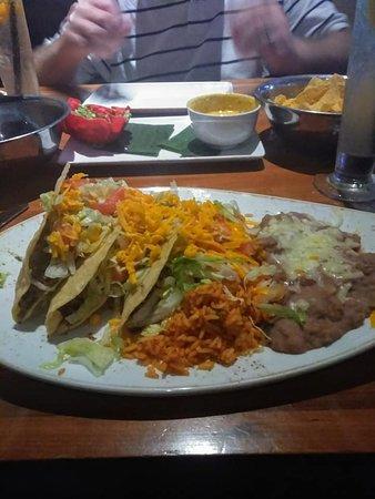 Cantina Laredo: Great classic toacos