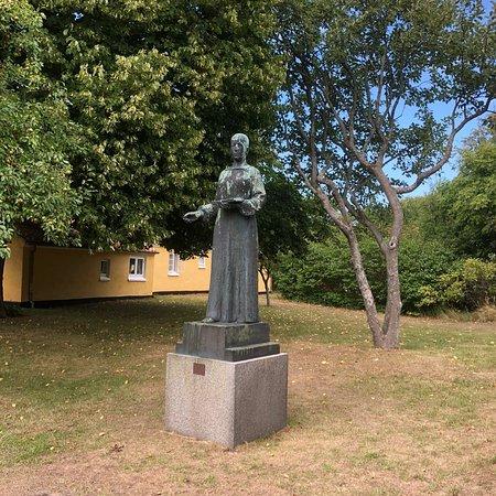 Statuen Anna Ancher