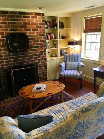 Washington, VA: Seating area in the cottage.