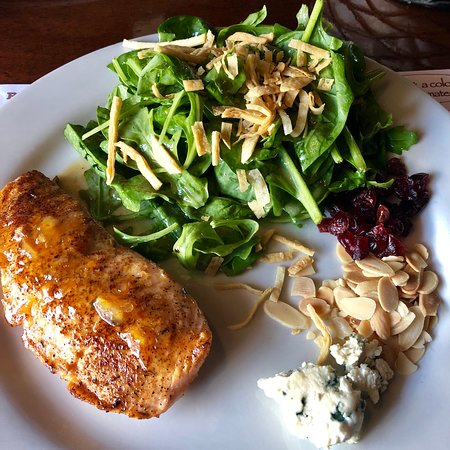 The Pirates' House: Marmalade glazed salmon and arugula salad - it was delicious!