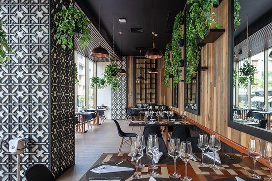 The Reef 28: Asian Restaurant