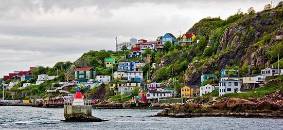 Iceberg Quest Ocean Tours: All the colors of the rainbow can been seen as we cruise along The Battery.