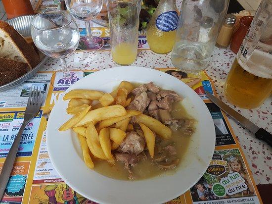 Varennes-les-Narcy, Γαλλία: main dish, stew