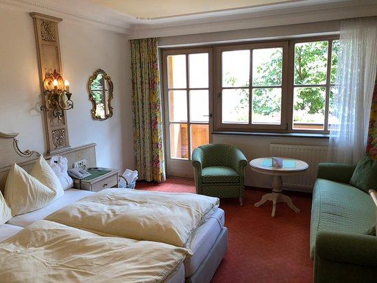 Hotel Tirolerhof: Hotel room a little tired on closer inspection