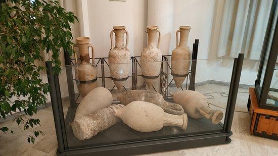 Museo Civico Archeologico B. Greco: Contenitori per vino