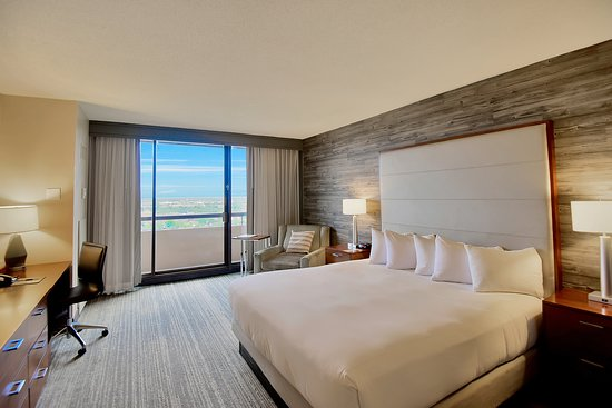 DOUBLETREE BY HILTON HOTEL & SUITES HOUSTON BY THE