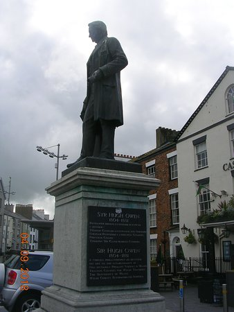 Sir Hugh Owen Statue