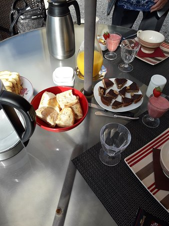 Proissans, França: Breakfast on the patio