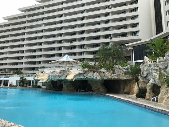 Eden Condominiums: Side of hotel facing the beach