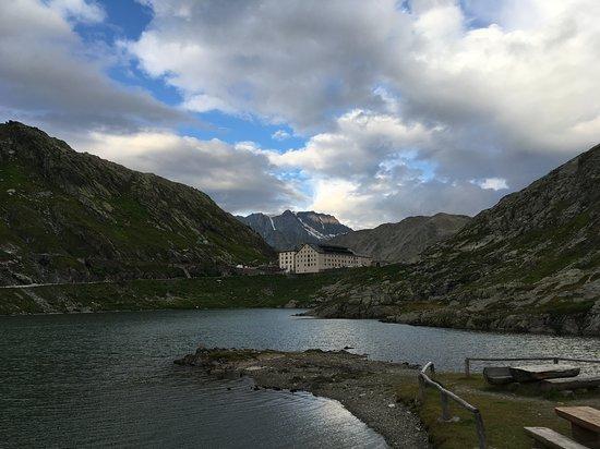 Grand Saint Bernard, Switzerland: Pohľad na hotel z Talianska