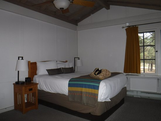 Bright Angel Lodge: nice bed
