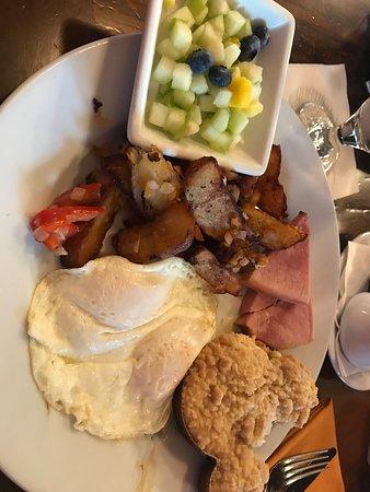 Kona Cafe: Egg Platter