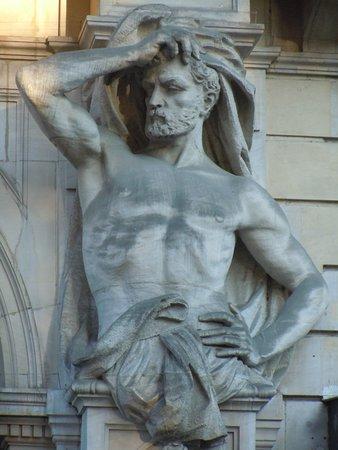 Atlantes de la rue du Louvre