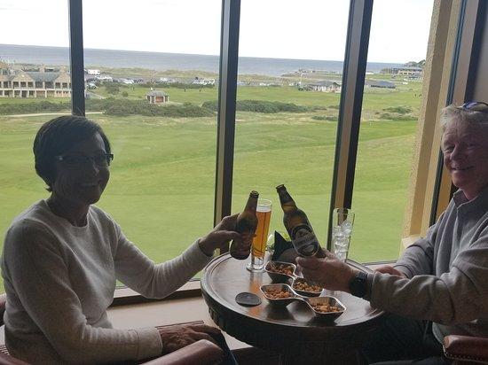 Road Hole Restaurant: Cheers!