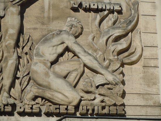 Bas-reliefs de la rue Barrault
