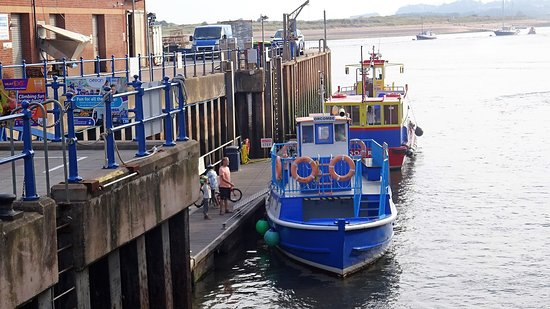 Starcross, UK: The ferry at Exmouth Marina