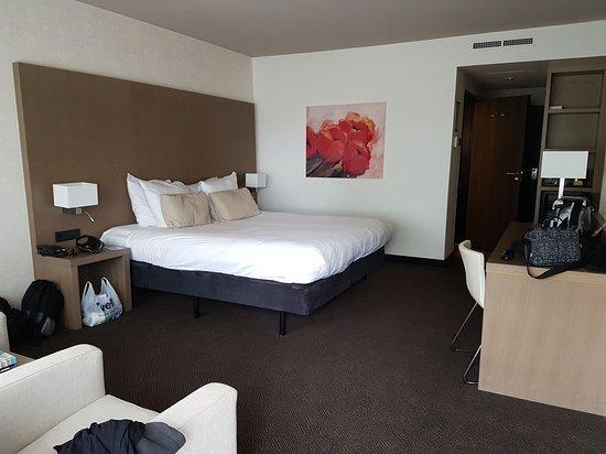 De Bilt, Belanda: Big room with a large bed