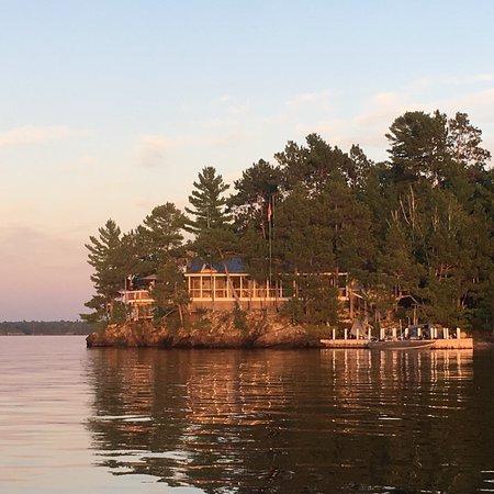 Crane Lake, Minnesota: Voyagaire Houseboats