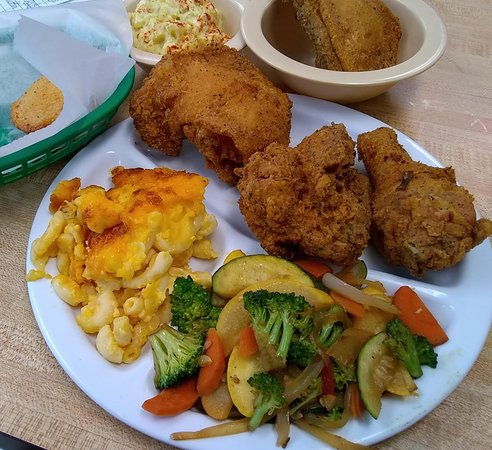 North Wilkesboro, NC: Great chicken lunch (with extra chicken).