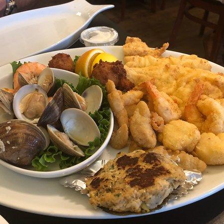 Tony's Seafood Restaurant: photo4.jpg