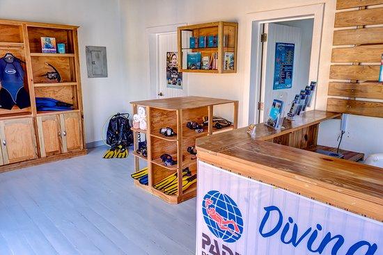 Henrys Cove Dive Center