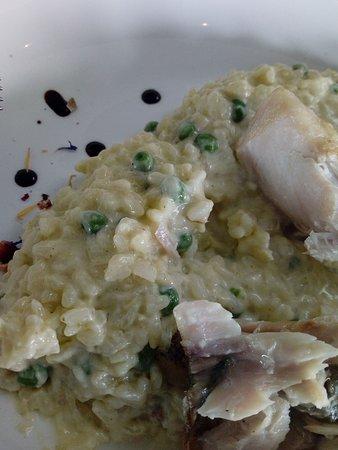 Anzin-Saint-Aubin, Francia: Risotto pâteux et poisson à la cuisson incertaine