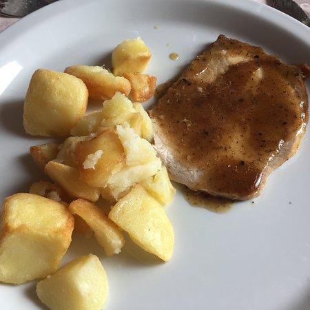 Hotel Ristorante da Elvira : Pork loin with truffle sauce and roeasted potatoes