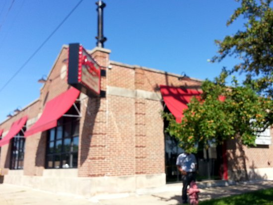 Westchester, IL: front of Giordano's