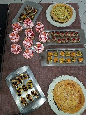 Estrela, RS: Canapés, Quiche e tortinhas de morango/chantily