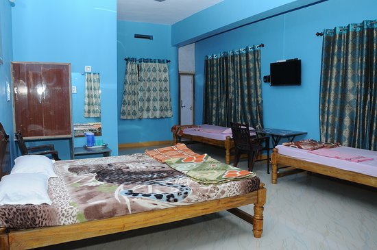 one of the Best Hotel in Ankola,wifi service,taxi service and all other Service from the owner.